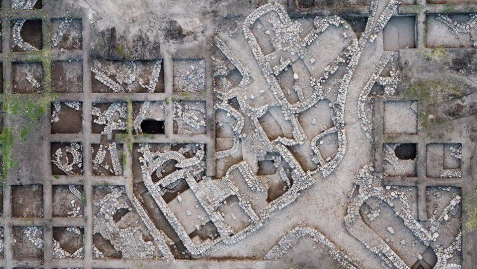 Visão aérea de cidade da idade do Bronze recentemente achado