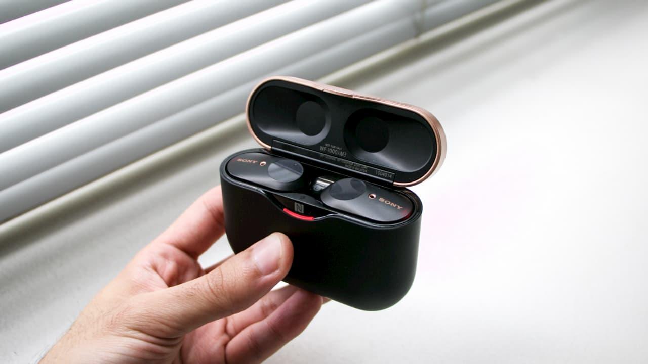 Por dentro da caixinha do fone de ouvido sem fio Sony WF-1000XM3