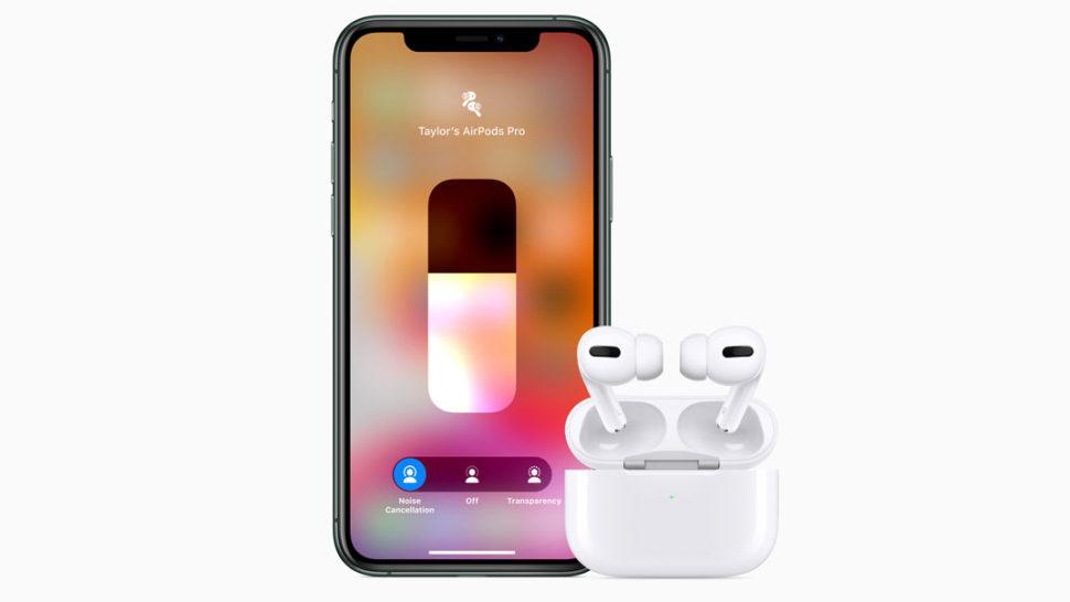 AirPods Pro com caixinha ao lado de iPhone