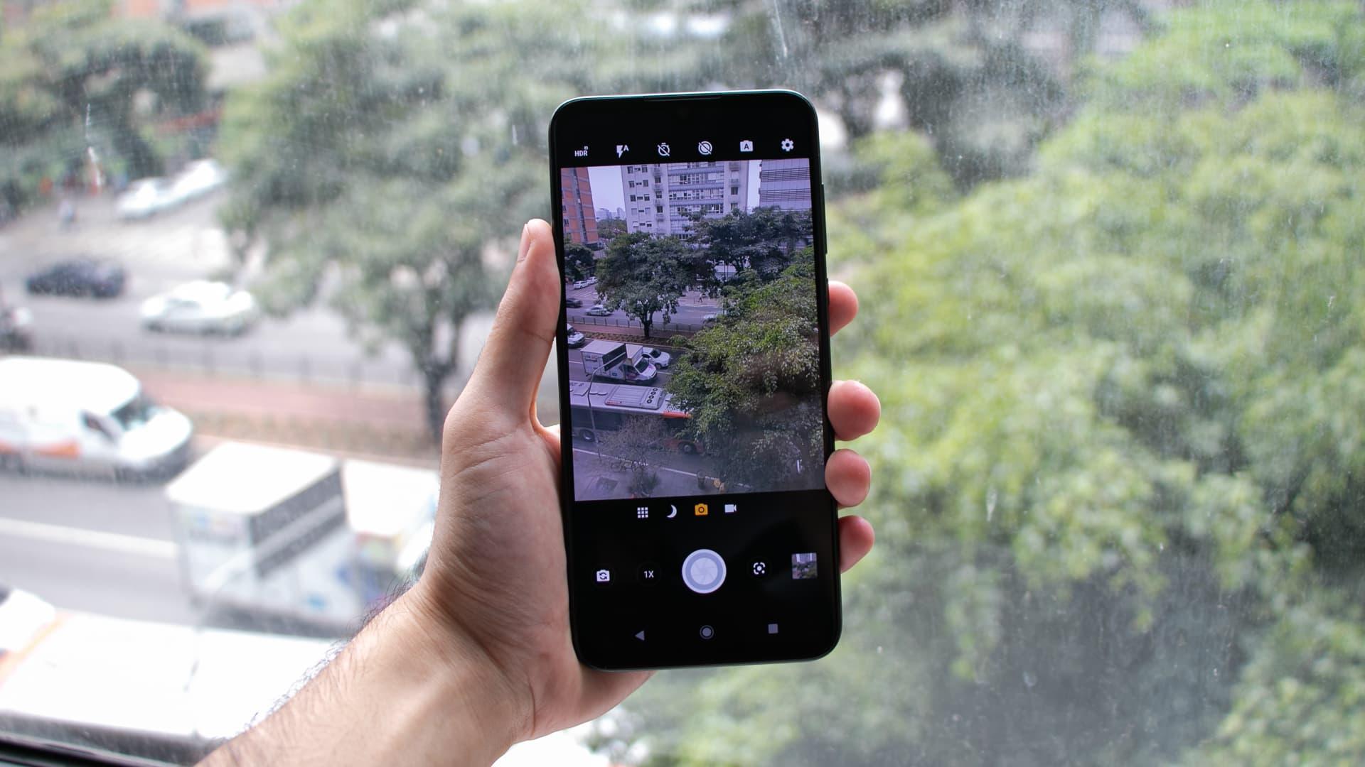 Motorola One Zoom com o aplicativo da câmera aberto