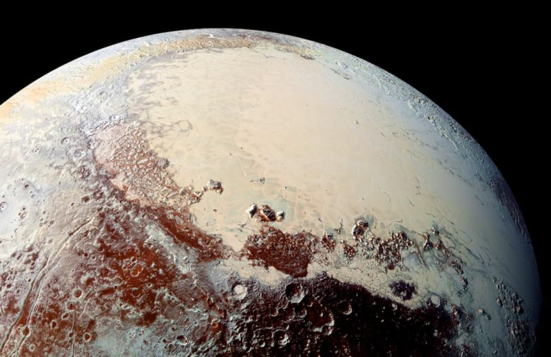Planície Sputnik de Plutão, em formato de coração