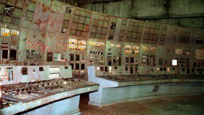 Sala de controle do reator nº 4 da Central Nuclear de Chernobyl