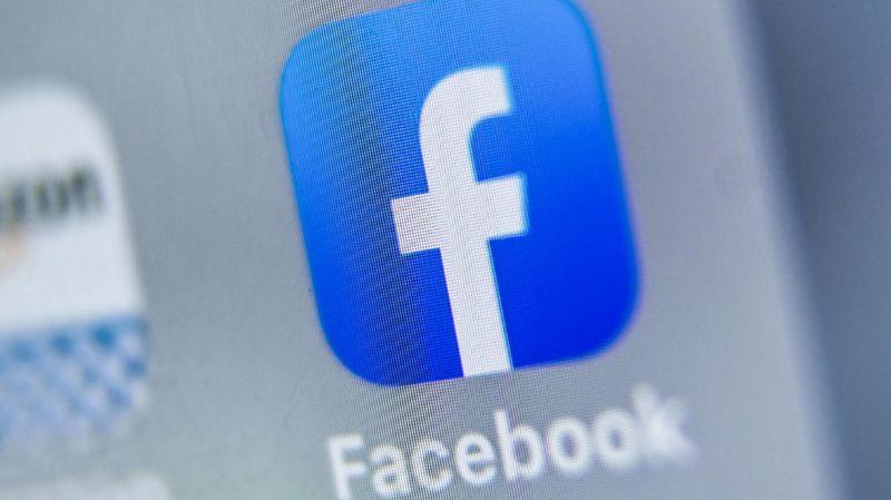 Logotipo do Facebook em um computador