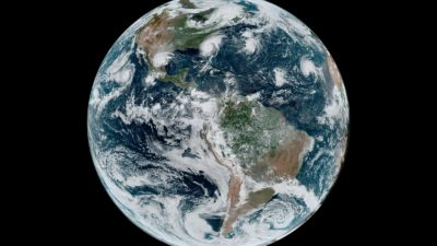 Planeta Terra do espaço em imagem da NASA