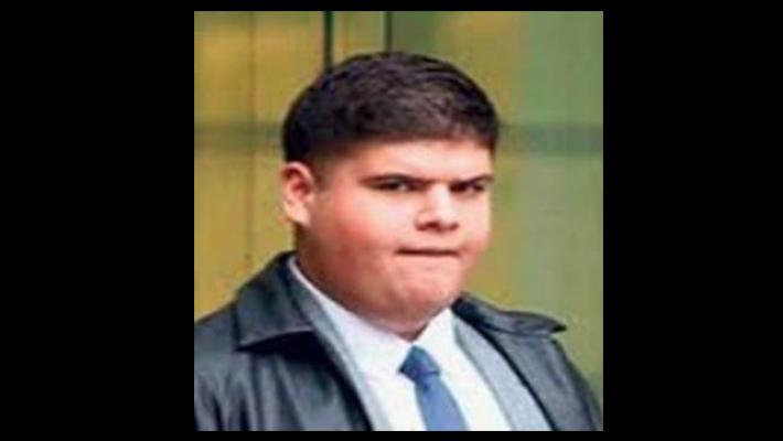Kerem Albayrak na corte; ele tentou aplicar um golpe na Apple