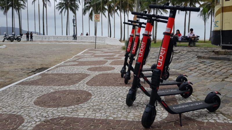 Patinetes elétricos da Uber em Santos