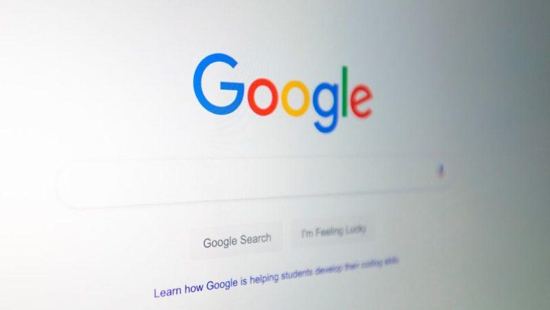 Foto do logo do Google na página de buscas