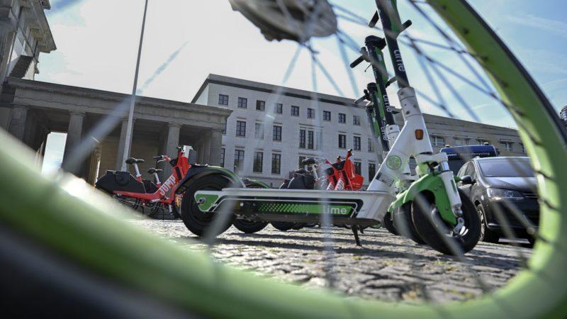 Patinete e bicicleta elétrica. Crédito: Getty Images