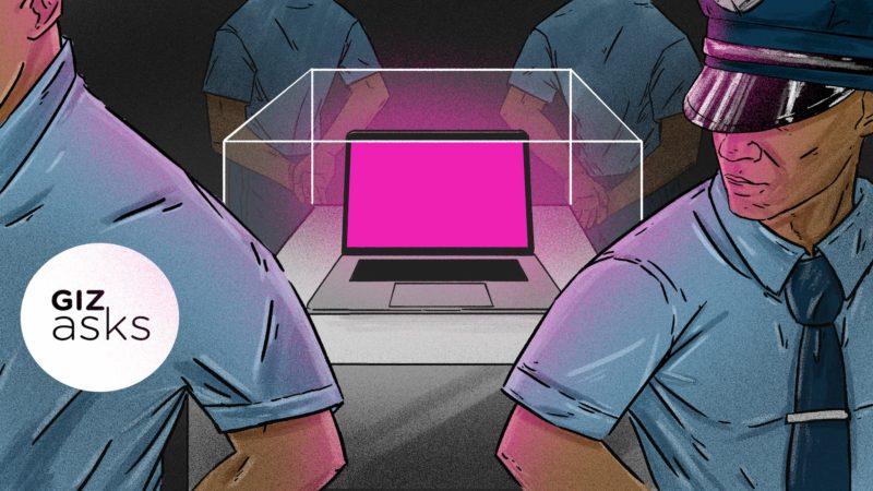 Ilustração de quatro policiais fardados protegendo um computador numa arredoma de vidro