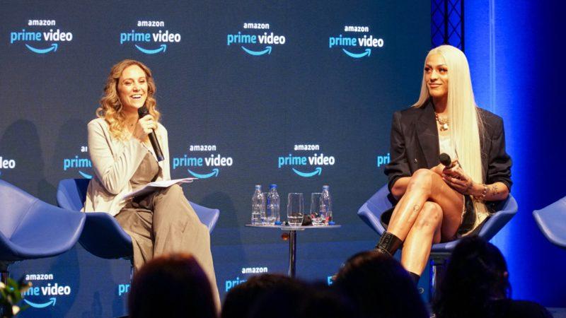 Malu Miranda, da Amazon Studios, e Pablo Vittar, durante evento em São Paulo