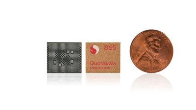 Chip Qualcomm Snapdragon 865 ao lado de uma moeda