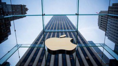 Logo da Apple com prédio ao fundo