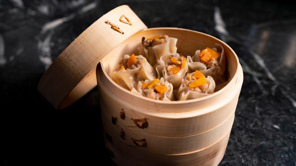 Dumplings feitos com Impossible Pork, com carne de porco feita à base de proteína vegetal