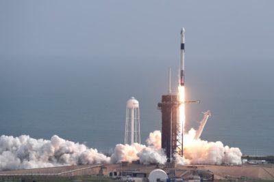 Foguete Falcon 9, da SpaceX, explodiu minutos após o lançamento durante um teste para demonstrar o funcionamento do sistema de cápsula de emergência no Kennedy Space Center no Cabo Canaveral, na Flórida. Foto: John Raoux/AP
