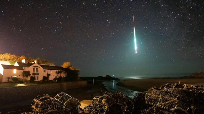 Esta bola de fogo espetacular iluminou a noite por onde passou na Inglaterra