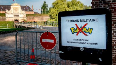 Alerta em base militar avisa que é proibida a entrada de pessoas para caçar Pokémon