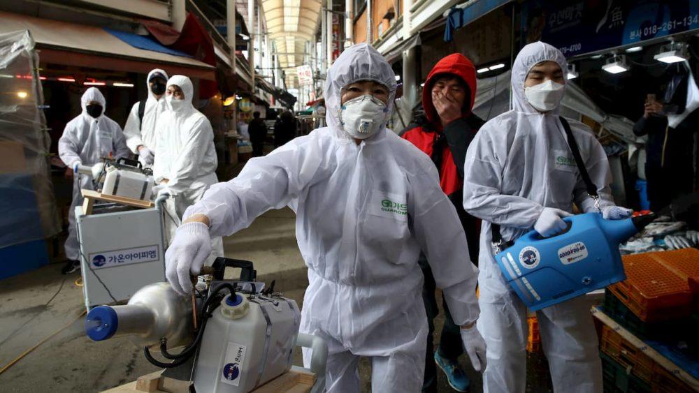 Coronavírus aumenta procura por máscaras cirúrgicas, e Amazon adverte vendedores por preços abusivos