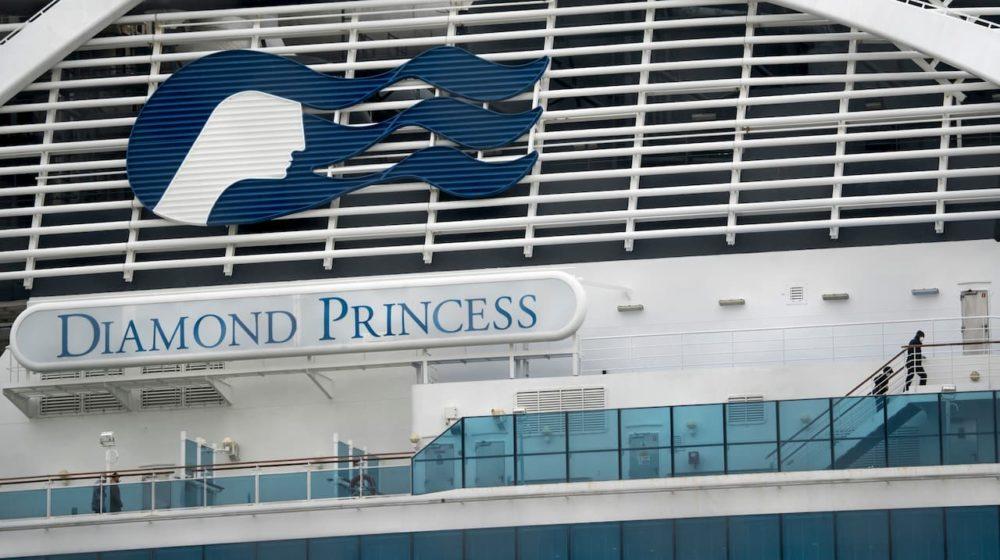 Morrem 2 passageiros de navio que está em quarentena no Japão por causa de coronavírus