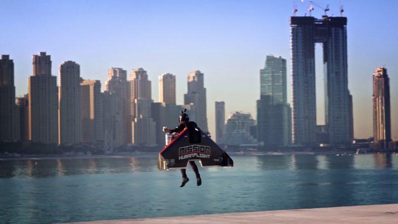 Teste de jetpack feito em Dubai faz homem voar como Homem de Ferro