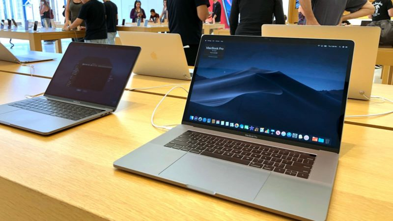 MacBook Pro em loja da Apple