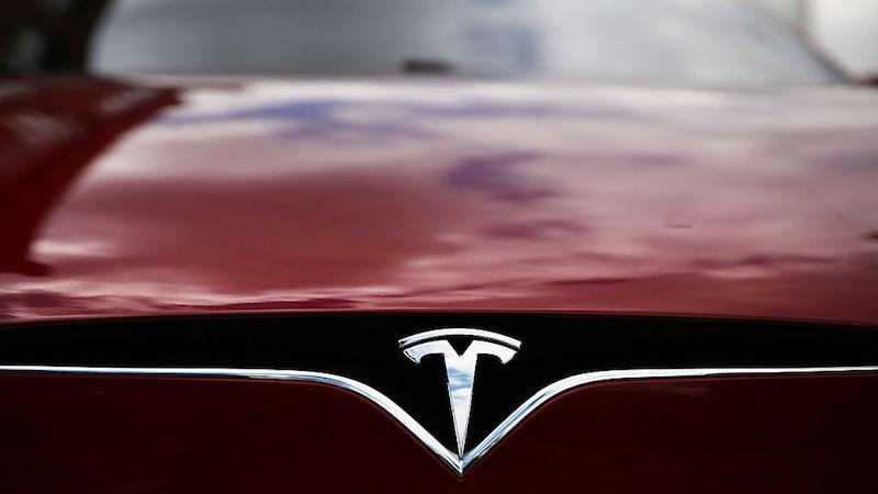 Tesla processa ex-funcionário que copiou arquivos confidenciais para seu Dropbox pessoal