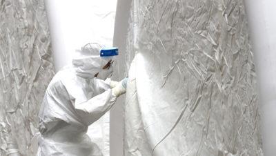 Trabalhador da área da saúde em nova instalação na Coreia do Sul para receber infectados com COVID-19. Crédito: Getty Images