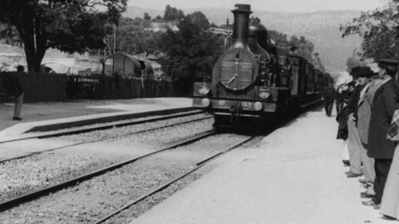 Captura de tela do vídeo de 1896 de um trem passando