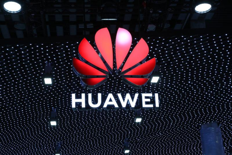 Logotipo da Huawei durante Mobile World Congress 2019. Crédito: Huawei