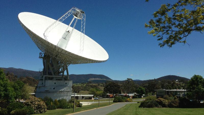 Antena de rádio DSS43 em instalações de Canberra (Austrália) da DSN (Deep Space Network). Crédito: NASA/Canberra Deep Space Communication Complex