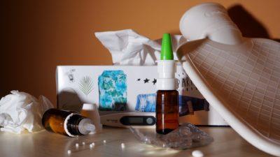 Lenços de papel e remédios