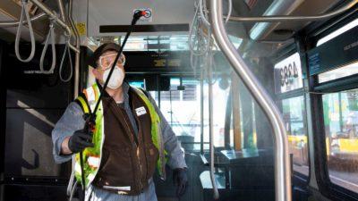 Funcionário espirra produto desinfetante em ônibus de Seattle