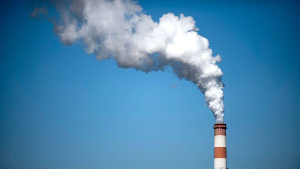 Poluição do ar por combustíveis fósseis mata mais pessoas por ano do que cigarro