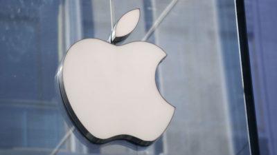 Foto tirada do logotipo da Apple em loja na Itália. Crédito: Miguel Medina (AFP via Getty Images)