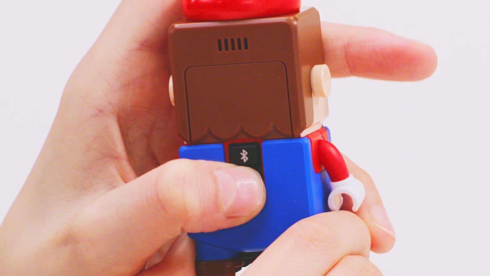 Botão Bluetooth na action figure do Super Mario