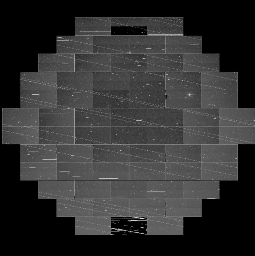 Linhas dos satélites Starlink em um quadro da CTIO DECam