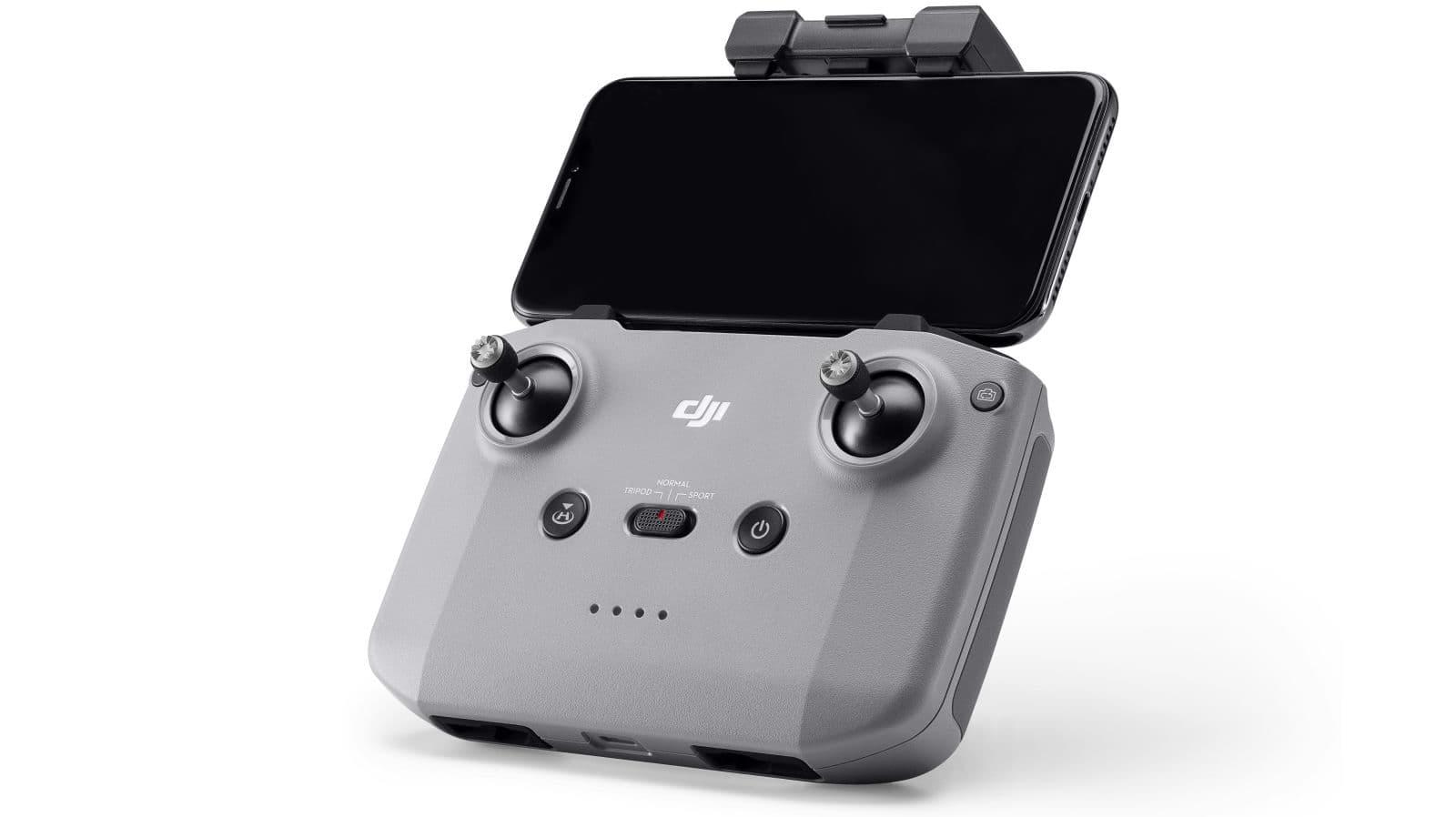 Com um suporte para smartphone, o novo controlador do Mavic Air 2 deve ser mais fácil e mais intuitivo de usa