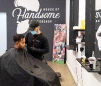 As pessoas estavam doidas para ir ao cabeleireiro. Crédito: Getty Images