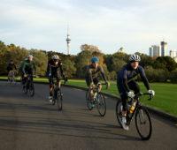 Os neozelandeses foram andar de bicicleta em Auckland. Crédito: Getty Images