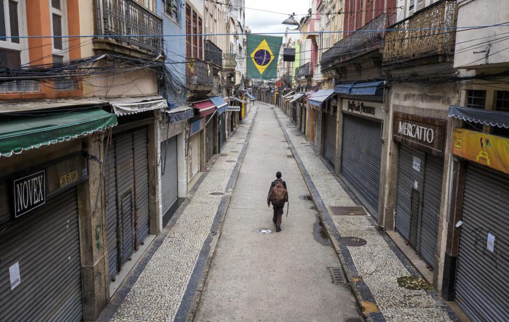 Voluntário que supostamente havia recebido placebo em teste de vacina morre de COVID-19 no Brasil