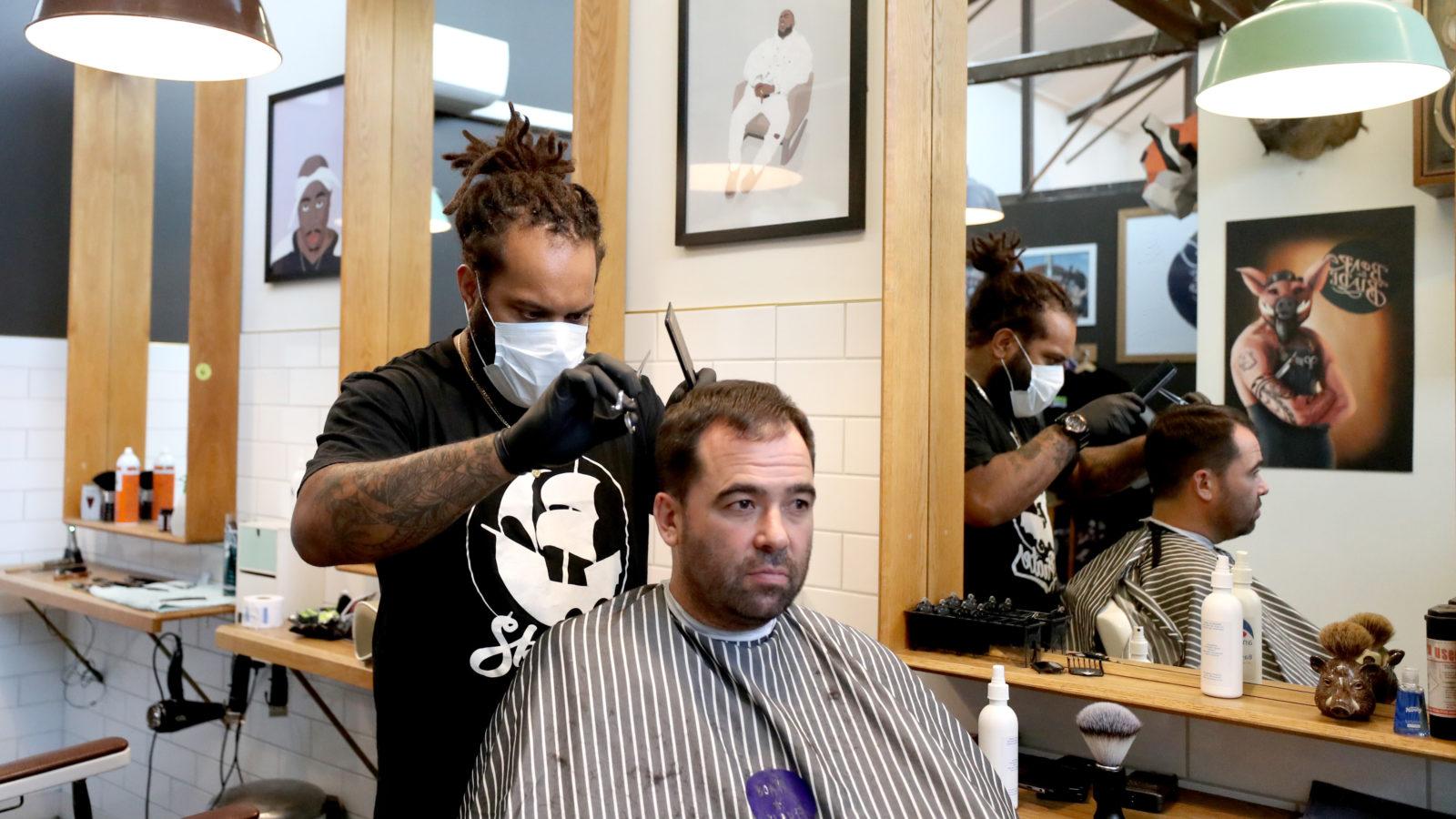 Barbeiros reabrem na Nova Zelândia. Crédito: Getty Images