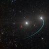 Impressão artística do sistema de estrelas, com o buraco negro na área em vermelho. Crédito: ESO/L. Calçada