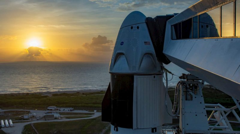 A cápsula Crew Dragon no topo do foguete Falcon 9 da SpaceX