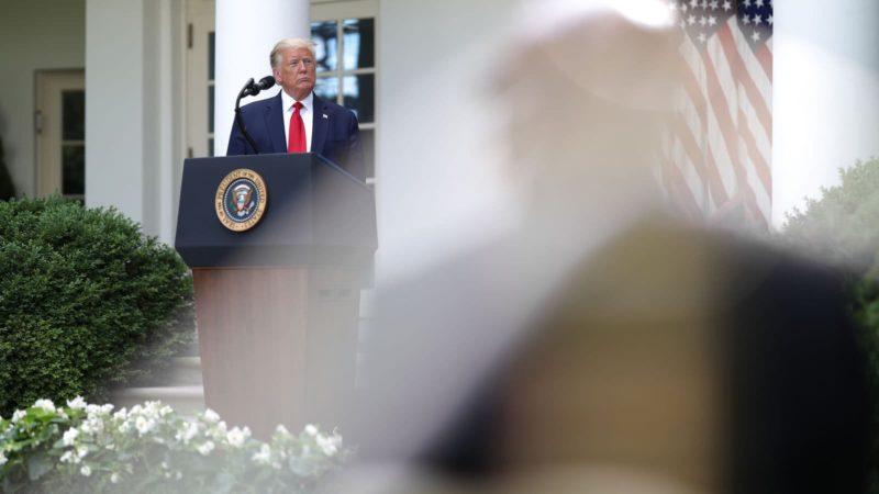 Donald Trump em púlpito