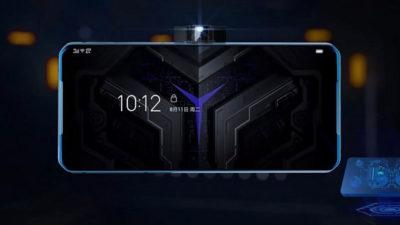 """Smartphone Lenovo na horizontal com a câmera em uma """"casinha"""" que salta da lateral do aparelho."""