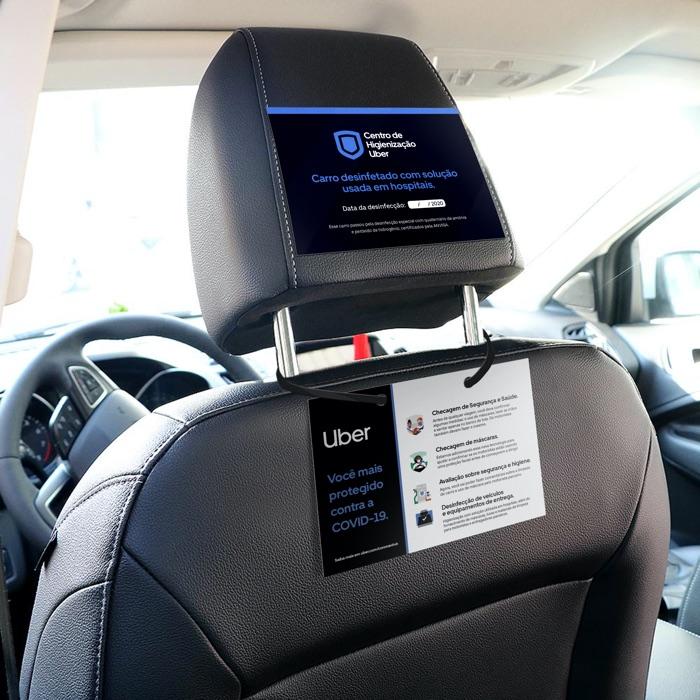 Placa que carros higienizados da Uber receberão. Crédito: Uber