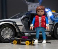 Marty McFly vem com roupa do filme de 1985