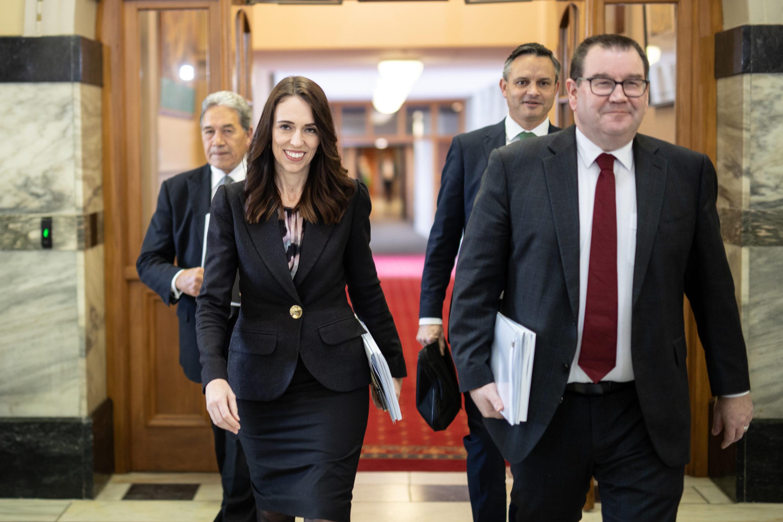 No destaque, a primeira-ministra primeira-ministra da Nova Zelândia, Jacinda Ardern. Crédito: Getty Images