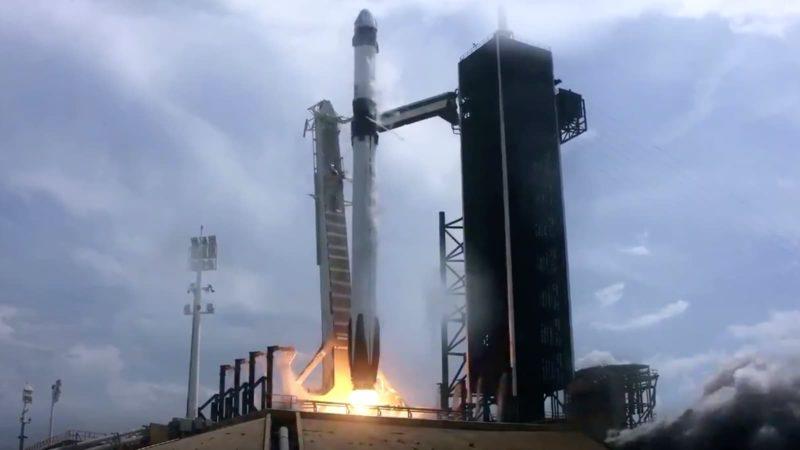 Momento do lançamento do foguete Falcon 9 da SpaceX
