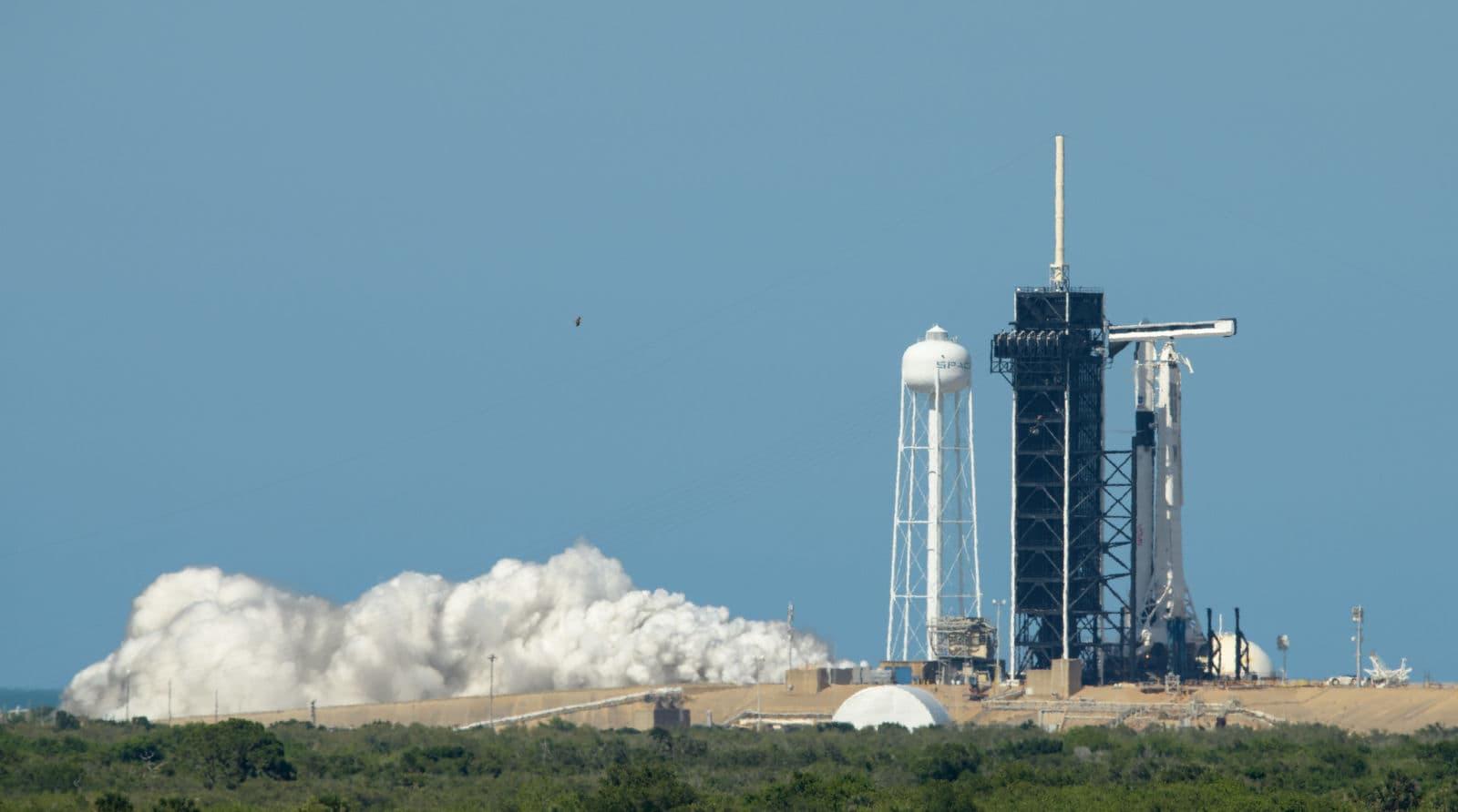Teste de incêndio estático do foguete Falcon 9 realizado dia 22 de maio