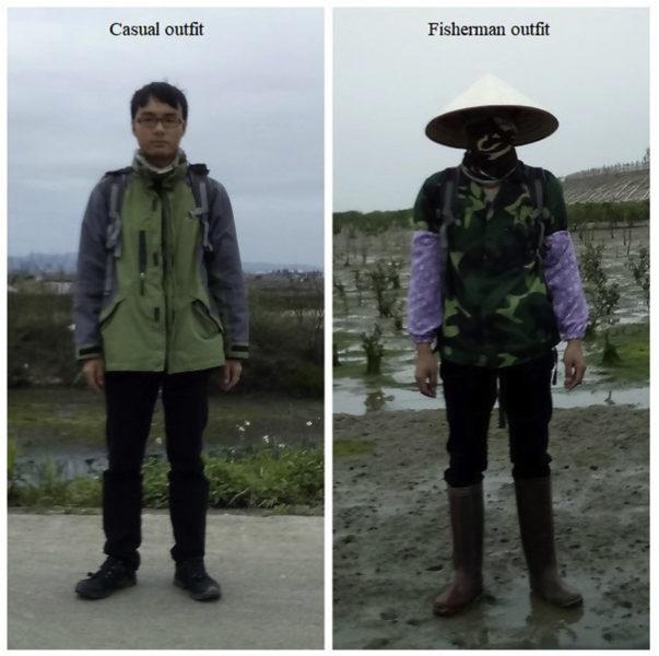 Roupas usadas para representar uma pessoa com roupa casual (esquerda) e um pescador local (direita). As duas fotos mostram Changzhang Feng, o autor prinipal do estudo. Crédito: Changzhang Feng (Feng and Liang (2020), Fig. 2)